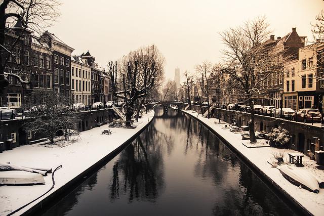 Utrecht Oudegracht more snow at last