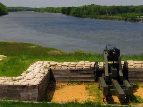 32 Pound Gun Guarding the Cumberland