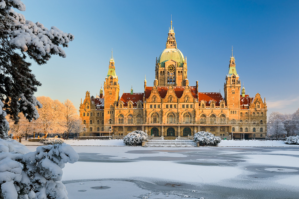 Hannover Rathaus In Winter Rathaus City Hall Of