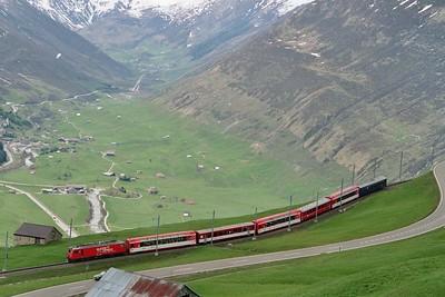 CH MGB 106 75 jaar glacier express Oberalppass 17-05-2005