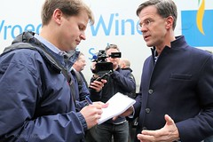 Met de Washington Post - MP Mark Rutte bezoekt i.h.k.v. de verkiezingscampagne het Gelderlandplein in Amsterdam