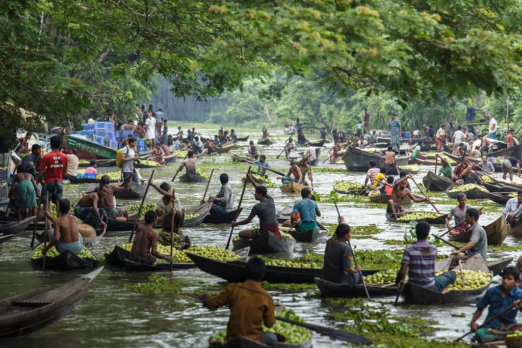 Vimruli Floating Guava Market | Location: Vimruli, Jhalokath… | Flickr
