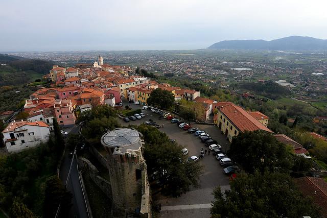 il borgo di castelnuovo magra  dalla torre del castello