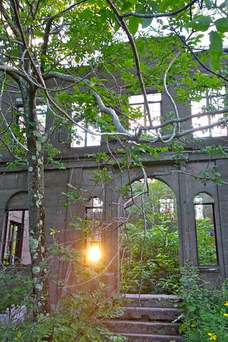 sunset hotel ruins newyorkstate abandonedbuilding overlookmountain catskillmountains