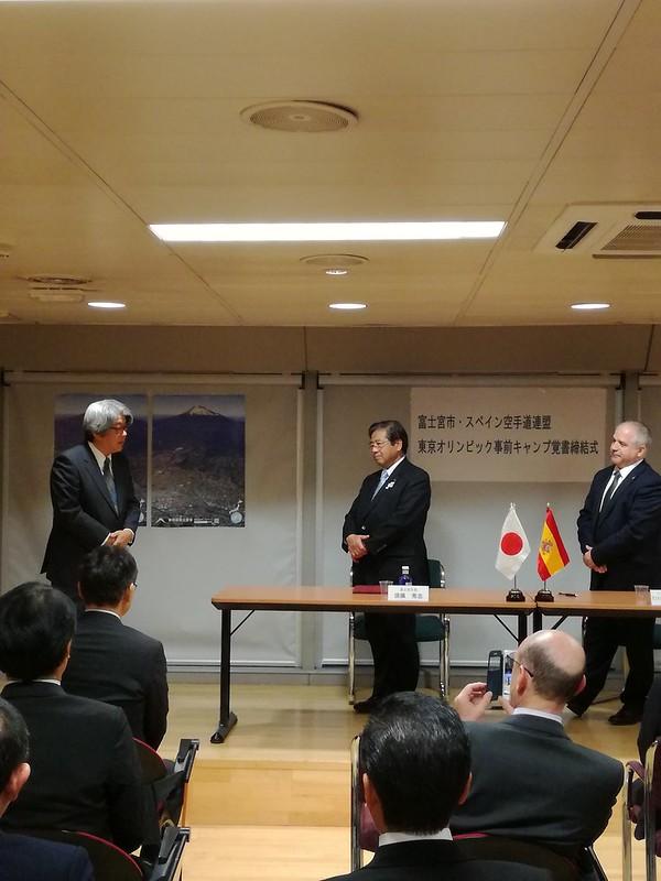 Firma del tratado España (RFEK) y Fujinomiya en la Embajada de Japón (4)