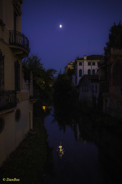 Padova: a corner under the moon