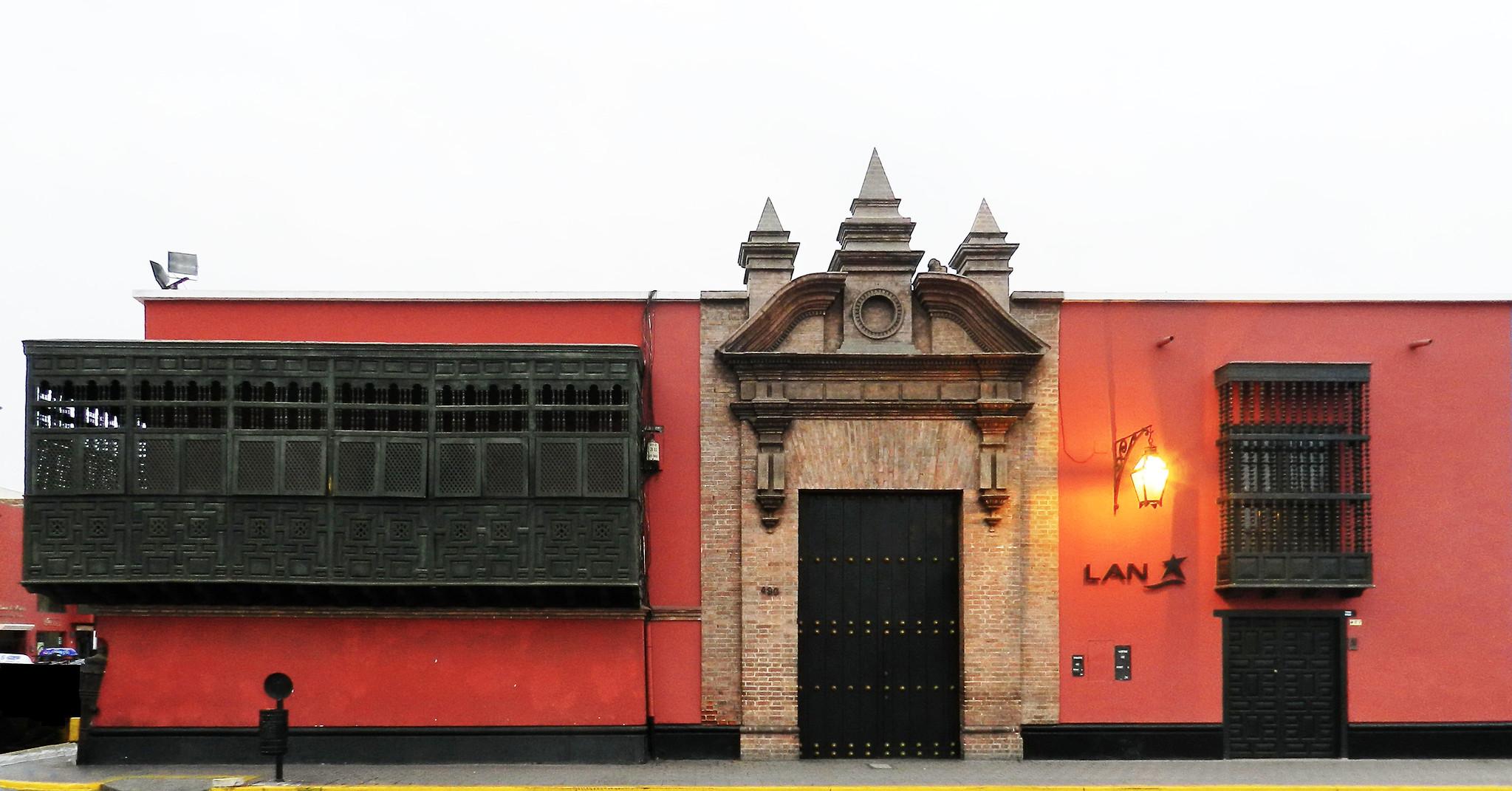 edificio en Plaza de Armas casa Jiron Almagro Trujillo en Perú