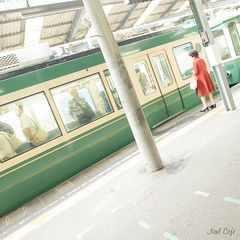 赤い服の女 (woman wearing a RED dress) by Noël Café