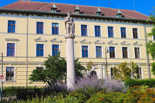 Hollabrunn, Pranger, um 1700/1900 - Historismus