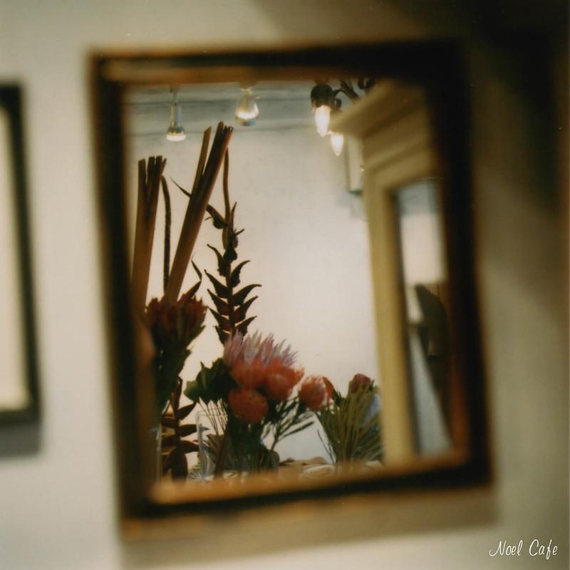 鏡よ鏡 … - Mirror, Mirror on the Wall, ... by Noël Café