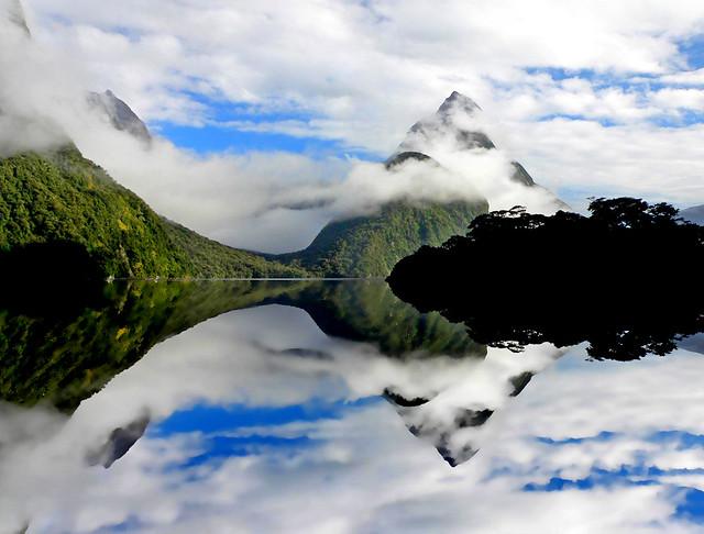 Milford Sound. Mitre Peak.