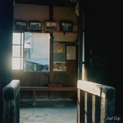 salle d'attente - waiting room 待合室 by Noël Café
