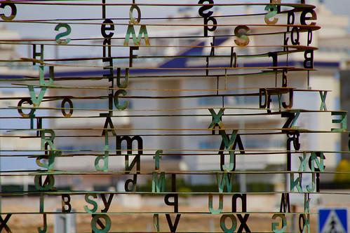 Letras y casas. Jota Ge, un cuento soñado en fuga de consonantes