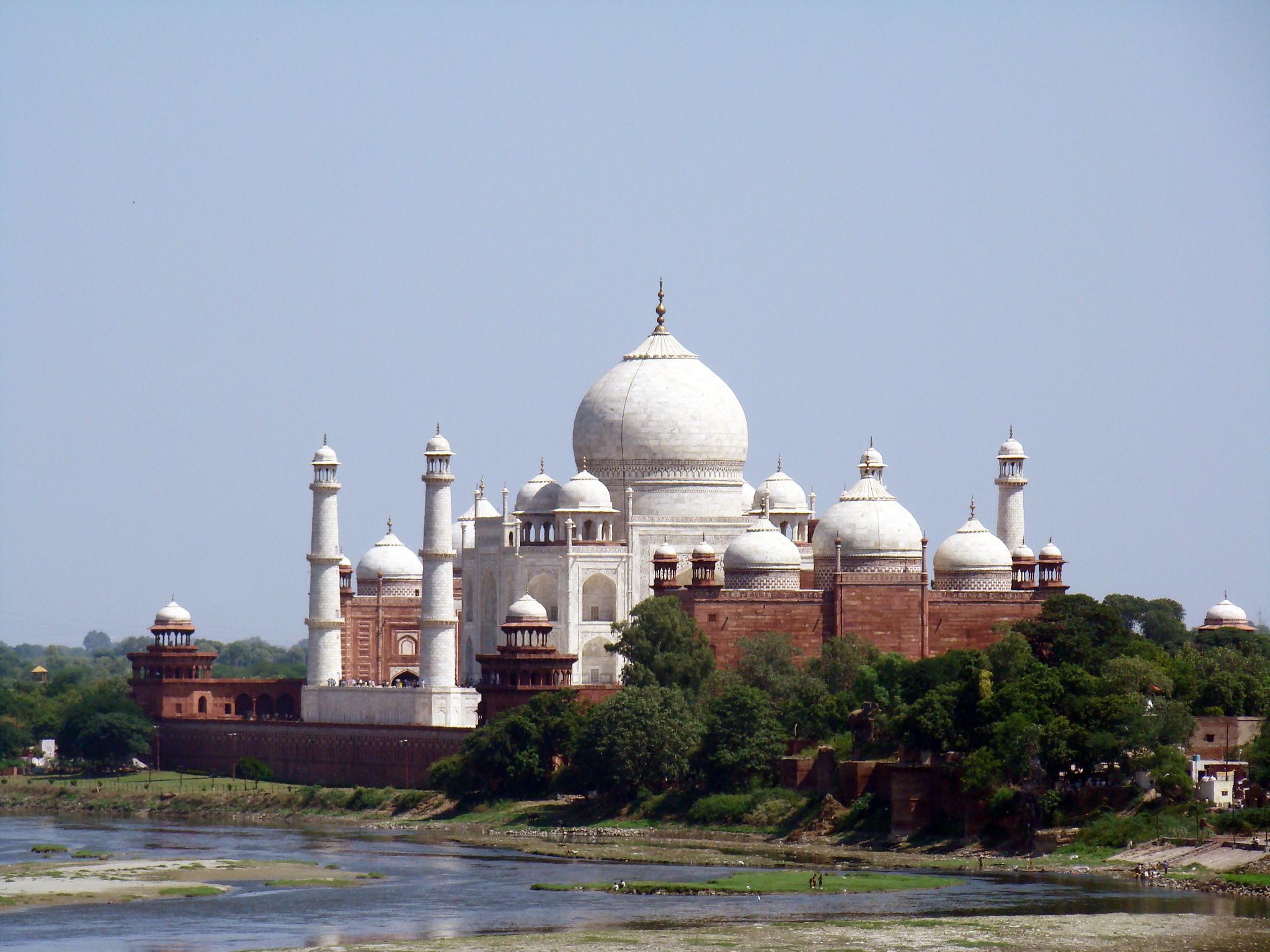 río Yamuna y vista del mausoleo Taj Mahal Agra India