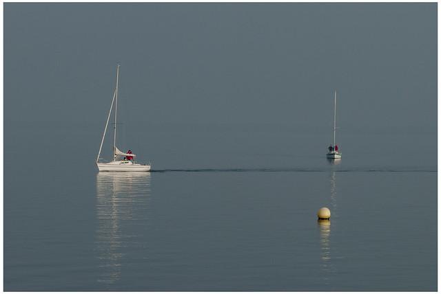 Reflections ; Série photo de reflets ; Lac de Neuchâtel.October 31,2009. Switzerland.  No, 108.