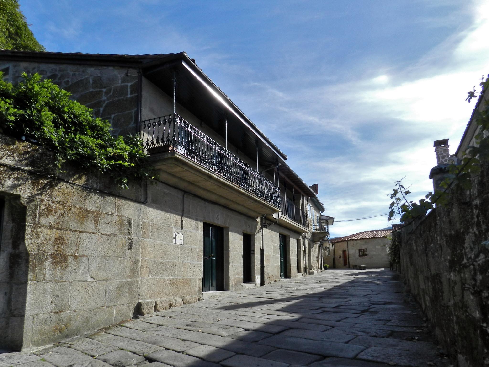 calle y casas de Allariz Orense
