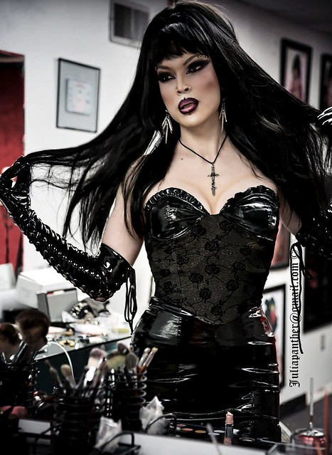 Gothic diva: reflection in the mirror