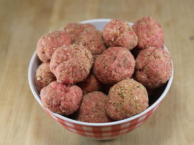 homemade_raw_meatballs - 3