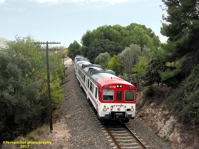 Tren de Cercanías de Renfe (línea C-5) a su paso por ALBALAT DELS TARONGERS (Valencia)
