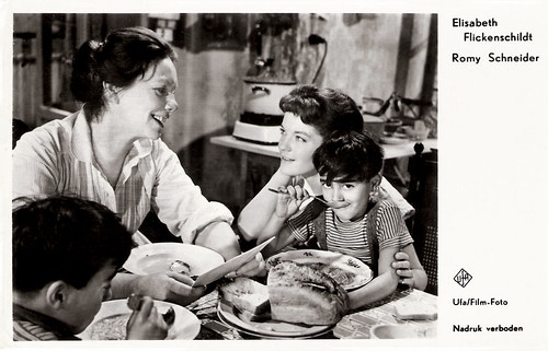 Elisabeth Flickenschildt and Romy Schneider in Scampolo (1958)
