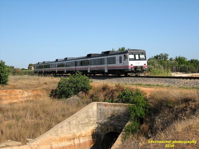 Tren de Media distancia de Renfe a su paso por ALDAIA (Valencia)