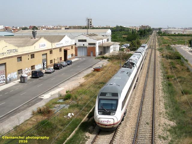 Tren de media distancia de Renfe (Intercity Madrid-Valencia-Gandía) a su paso por ALBAL (Valencia)