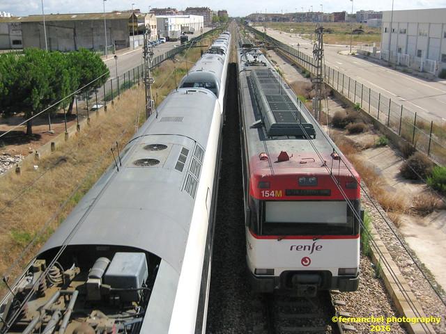Cruce de trenes de Renfe en SILLA (Valencia)