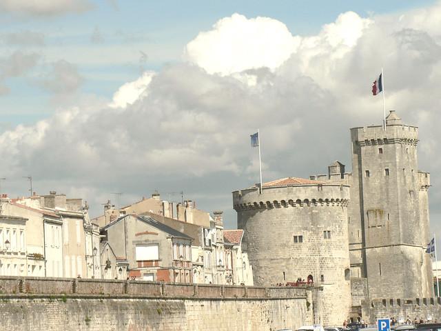 La Rochelle, le vieux port et les remparts.