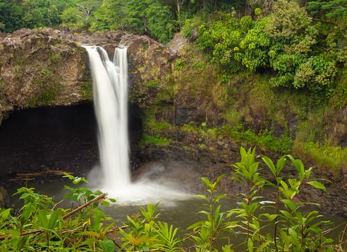 rainbow falls waterfall waiānuenue big island usa united states landscape nature hilo wailuku river beautiful water green lush state park gorge hina lava cave