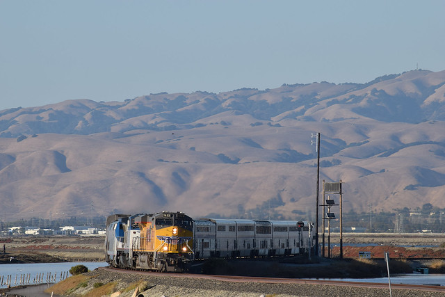 UP 7822 leads coast starlight
