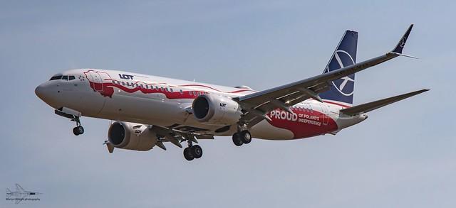 Polish Airline LOT 737 Max in Independance Scheme.