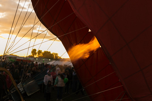color beautiful adirondacks adirondackballoonfestival morning people nature sunrise fire photography dawn photo colorful dof flames crowd places upstateny depthoffield flame hotairballoon 2470mmf28 landscapeorientation nikond800 floydbennetmemorialairport