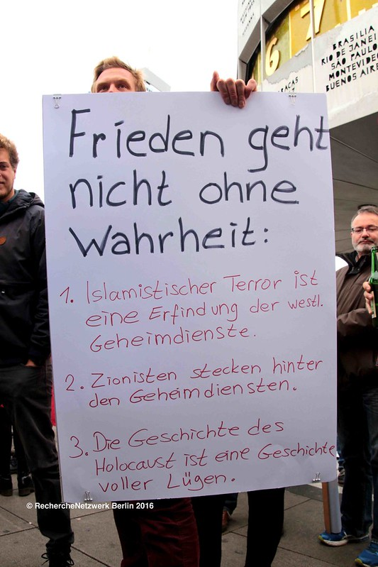 08.10.2016 Berlin: Querfront-Bündnis demonstriert für Frieden
