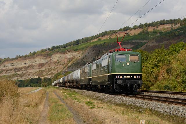 BayernBahn 151 038 und 119 mit Kesselzug in Thüngersheim