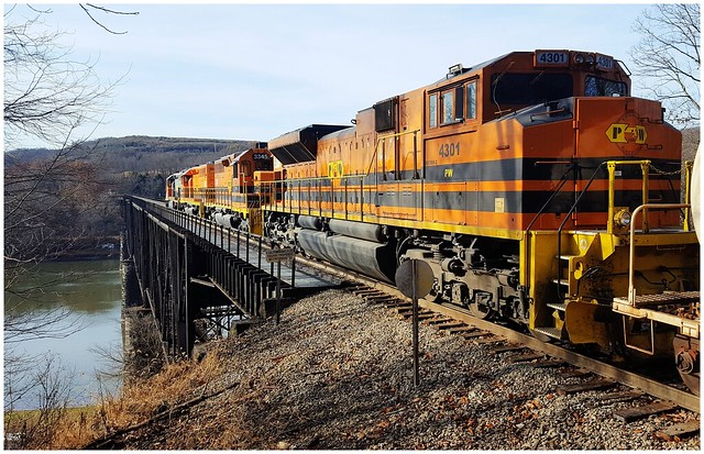 Genesee & Wyoming's BPRR, RIBT travelling south to Butler PA, high above the Allegheny River @ Mosgrove, PA