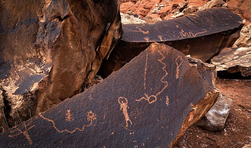 Boulder-Glyphs