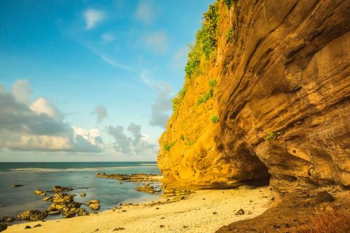 sea sky mountain beach nature water rock landscape vietnam rockmountain phongcảnh thiênnhiên quảngngãi lýsơn hangcâu asian asia eastsea biển bầutrời núi màu bãibiển biểnđông mặtnước núiđá biểnlýsơn ảnhmàu lysonsea morning seascape sunshine scenery sunny naturelandscape morningsunshine nắng vietnamlandscape vietnamscenery buổisáng dt1680mmf3545za sonyslta77v phongcảnhthiênnhiên lysonlandscape phongcảnhlýsơn phongcảnhbiển sands bluessky bãicát bầutrờixanh nắngsớm hoanglongphoto