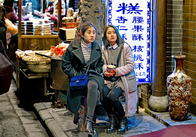 China. February 2017. Xi'an (Shaanxi). Two girlfriends making a pause …