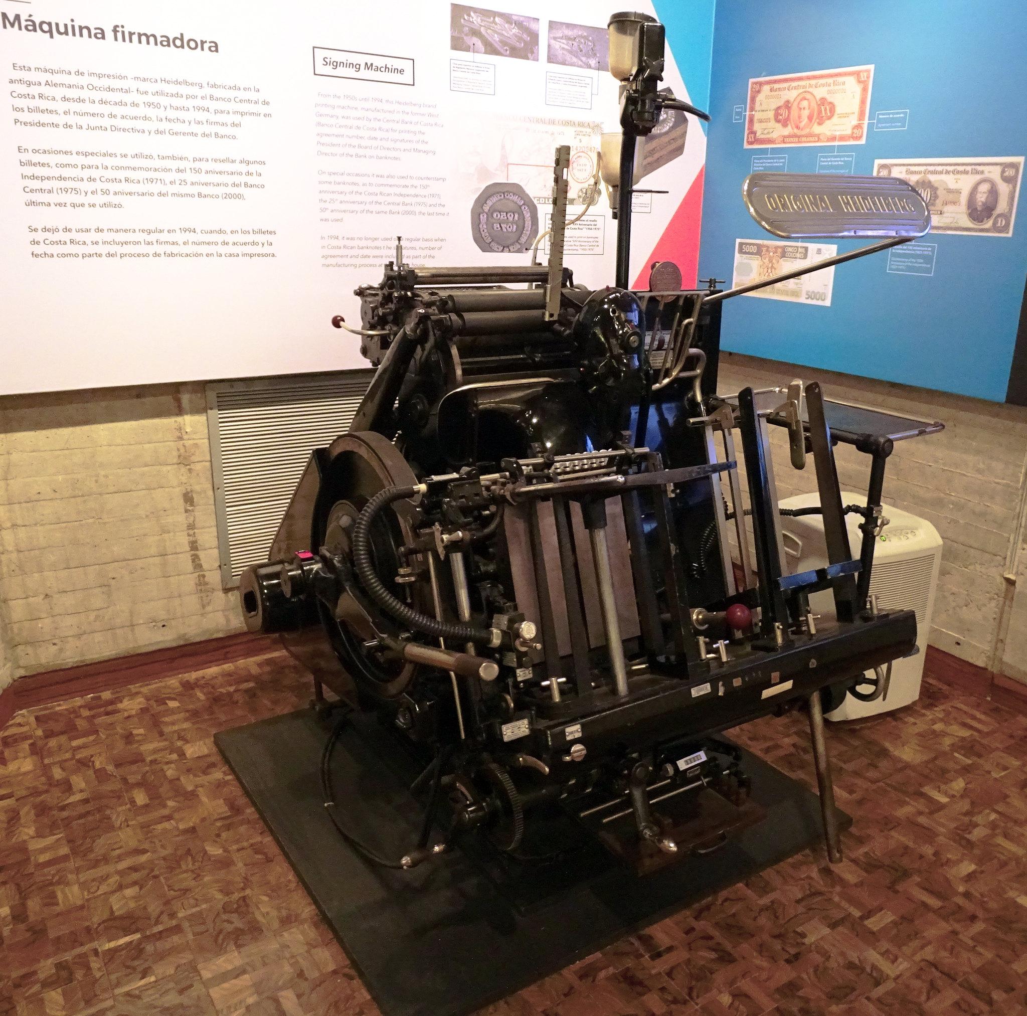 Maquina firmadora Museo de Numismatica Banco Central San Jose Costa Rica