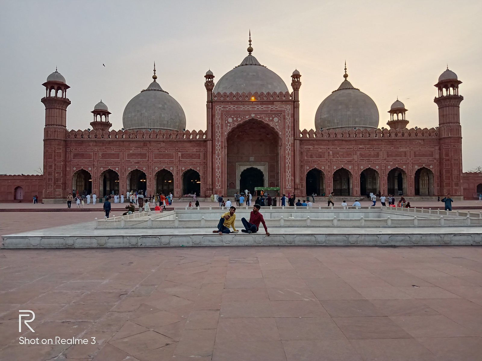 Badshahi Mosque Picture with HDR Mode on Realme 3