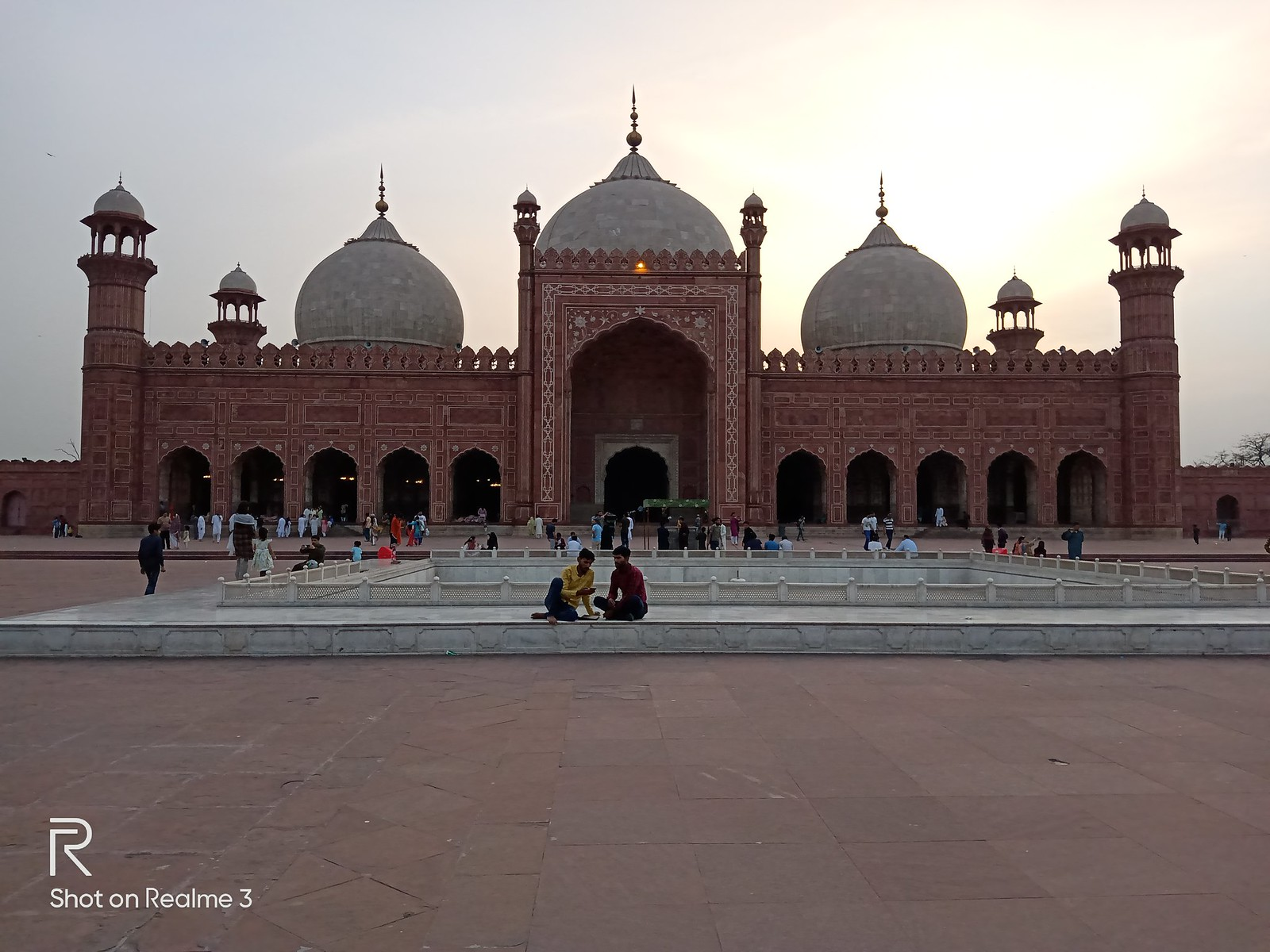 Badshahi Mosque Picture with Auto Mode on Realme 3