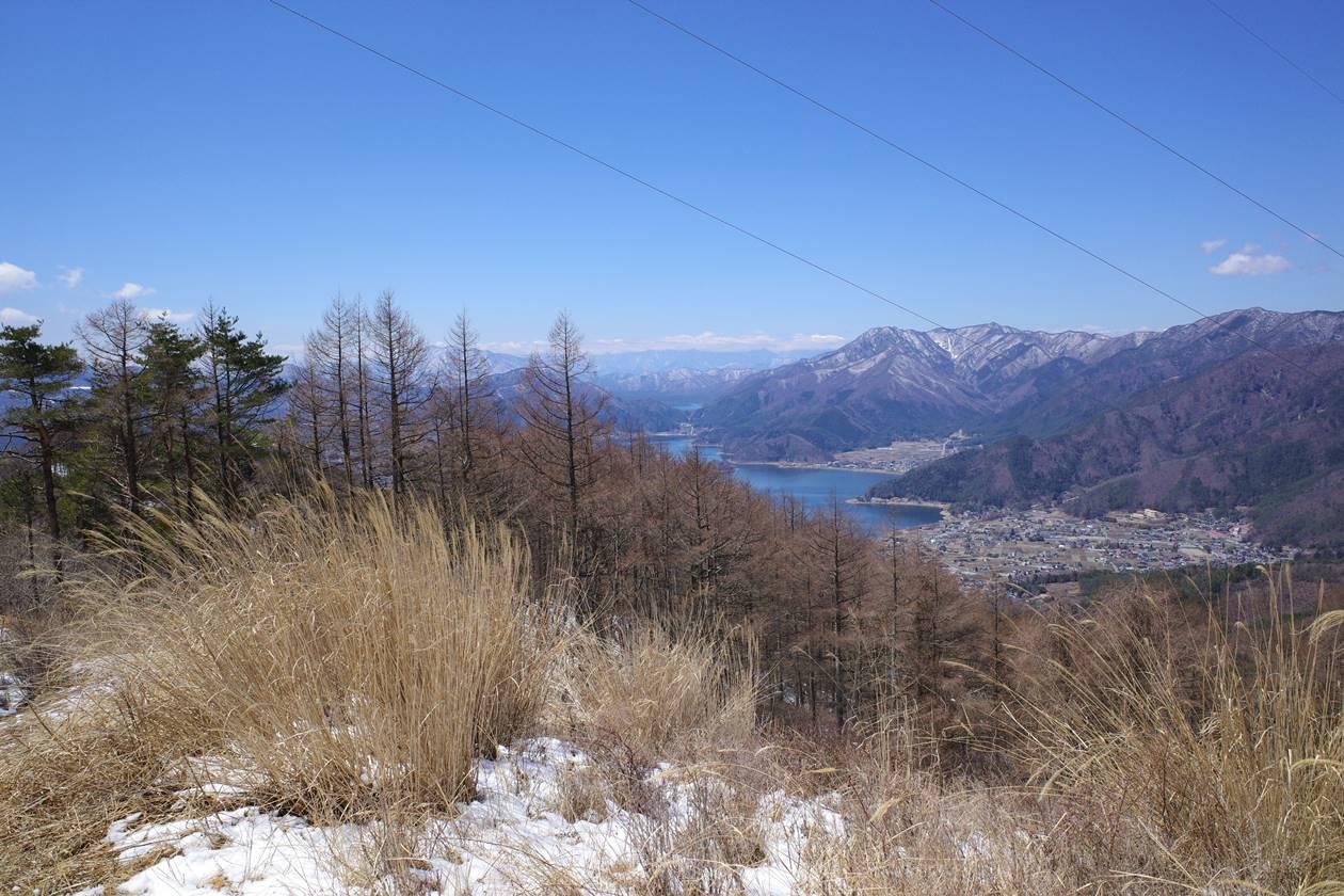 送電鉄塔からの河口湖