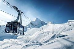 Vyhlášení vítěze soutěže Poznej a vyhraj: lyžování na ledovci nad jezerem
