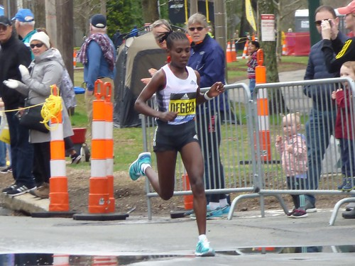 Women's winner Worknesh Degefa of Ethiopia