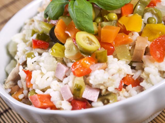 ritirati vasetti di insalata per riso