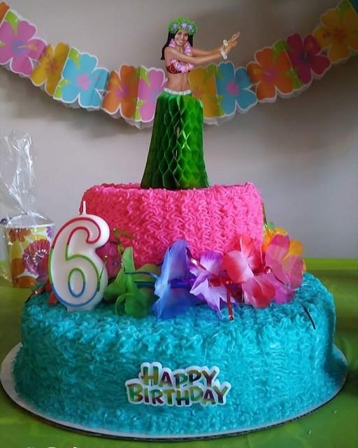 Cake by Ari's Cakes