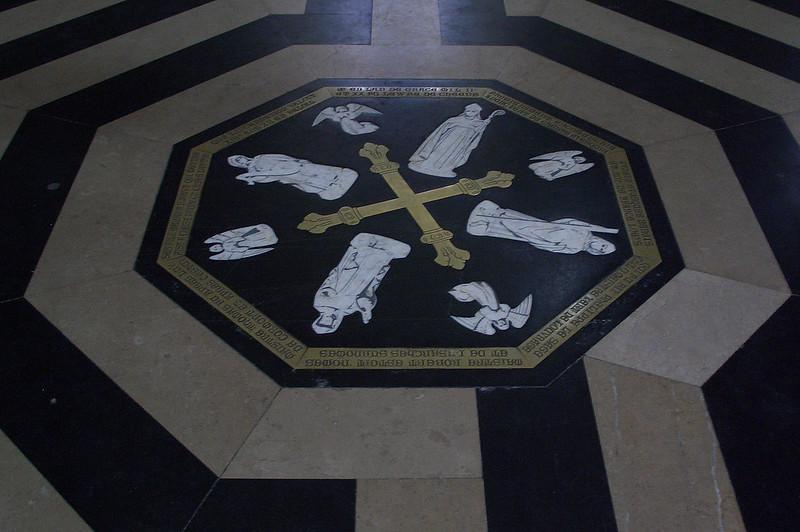 Центральный камень в Лабиринте Амьенского собора, Амьен, Франция