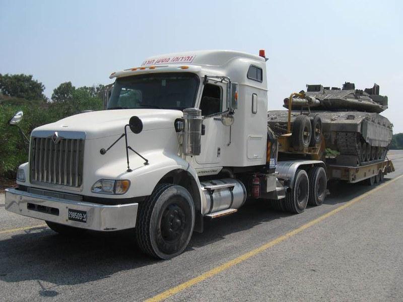 Navistar-i5900-tank-transporter-idf-2017-id-1