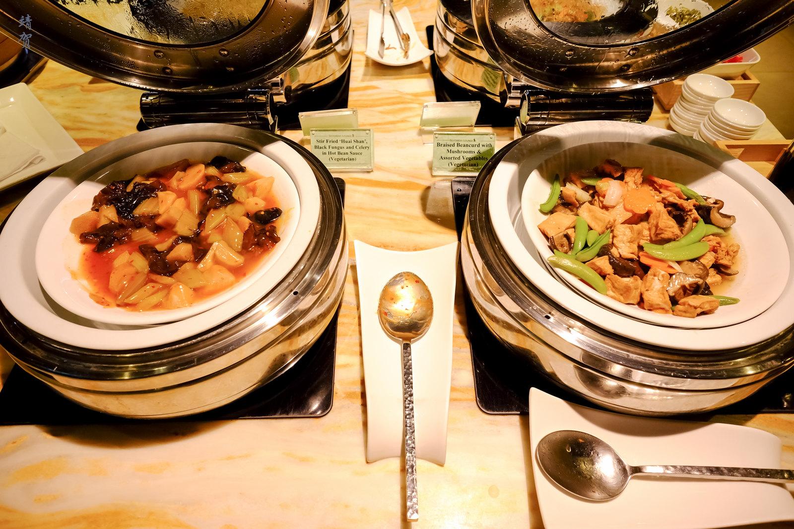 Stir fried black fungus and braised beancurd
