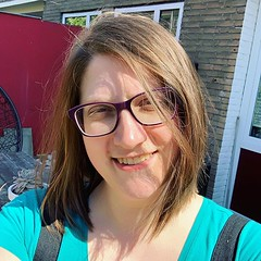 I got a new haircut yesterday courtesy of @pompadourdemadame hairstyling. Instead of what felt like an unwieldy length that I'd just put in a bun I now have an actual haircut again. :)
